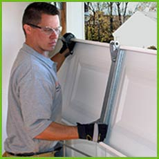 Garage Door Shop Repairs Hawaiian Gardens, CA 562-383-0395